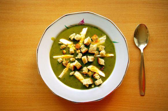 1200px-Sorrel_soup_with_egg_and_croutons_(Zupa_szczawiowa_z_jajkiem_i_grzankami)